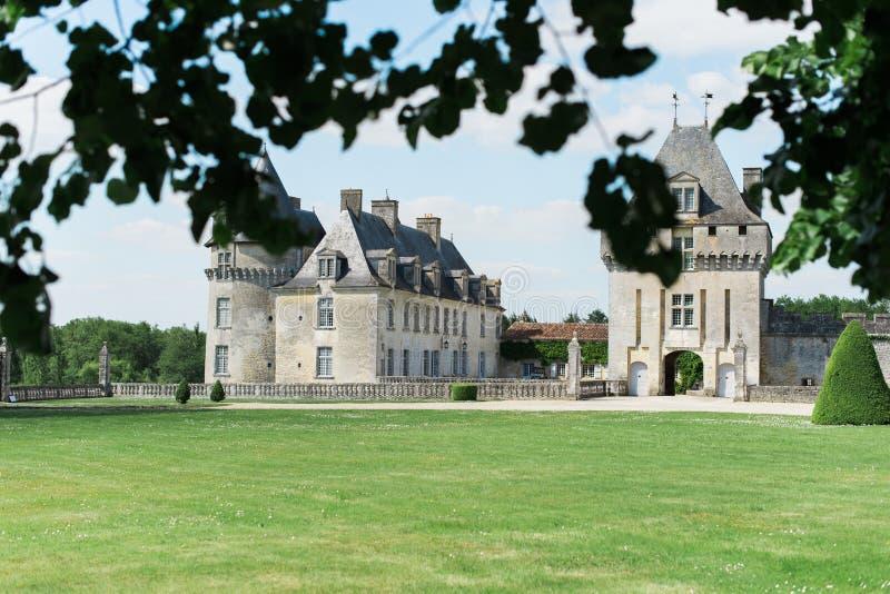 Castillo hermoso en el sur de Francia imágenes de archivo libres de regalías