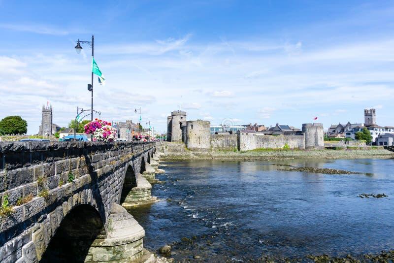 Castillo histórico en la quintilla Irlanda imágenes de archivo libres de regalías