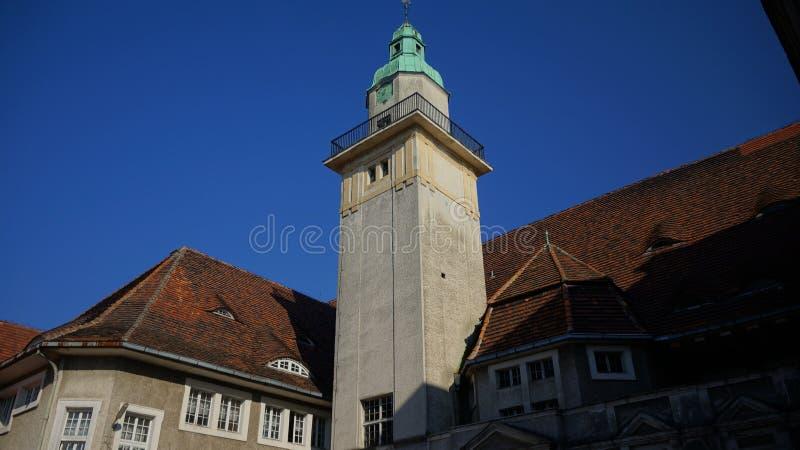 Castillo histórico hermoso en el centro de ciudad foto de archivo libre de regalías