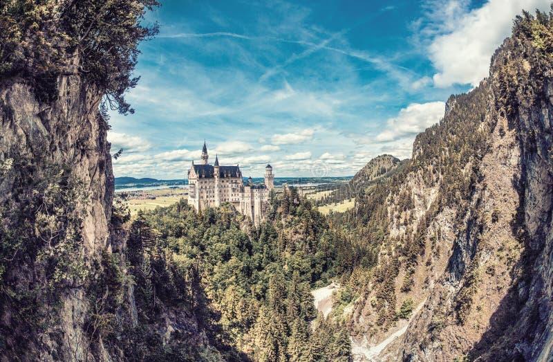 Castillo mágico de Neuschwanstein en Baviera, Alemania foto de archivo