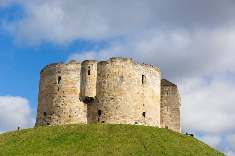 Castillo medieval BRITÁNICO de la atracción turística de la torre del ` s de York Clifford imágenes de archivo libres de regalías
