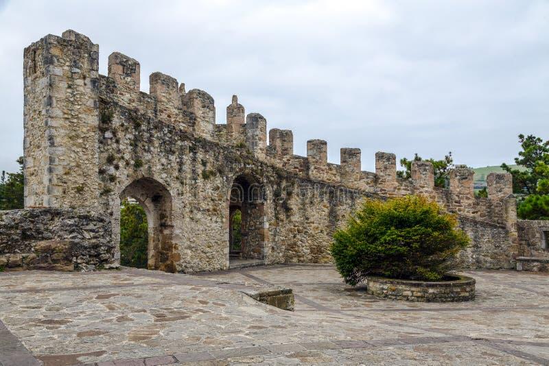 Castillo medieval de San Vicente de la Barquera, España imágenes de archivo libres de regalías
