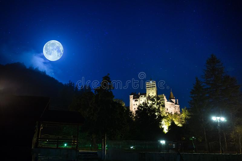 Castillo medieval del salvado de Drácula en Rumania foto de archivo libre de regalías