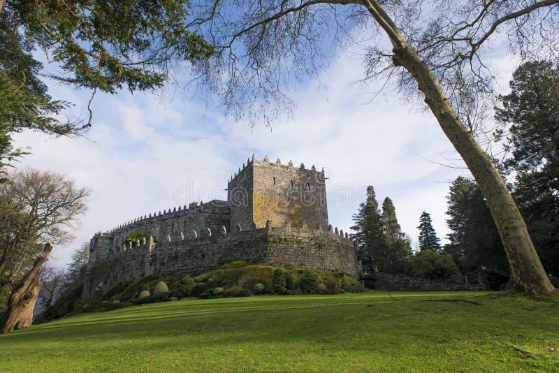 Castillo medieval en Galicia España fotografía de archivo libre de regalías