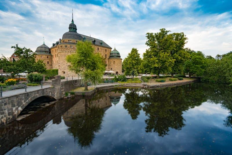 Castillo medieval viejo en Orebro, Suecia, Escandinavia fotografía de archivo