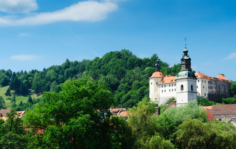 Castillo medieval viejo en Skofja Loka fotografía de archivo