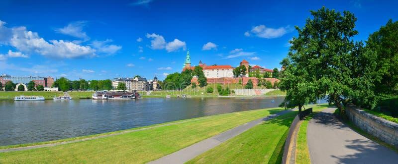 Castillo medieval Wawel en el alto verano, Kraków, Polonia imagen de archivo libre de regalías