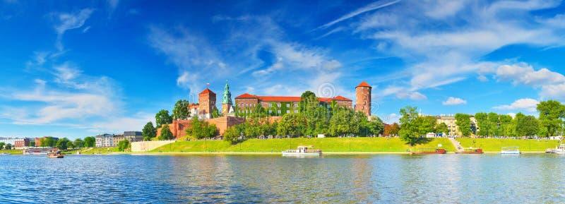Castillo medieval Wawel en el verano, Kraków, Polonia fotografía de archivo