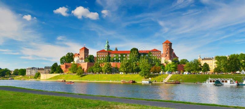 Castillo medieval Wawel en el verano, Kraków, Polonia imagenes de archivo