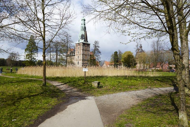 Castillo Moated Raesfeld Alemania - calzadas foto de archivo