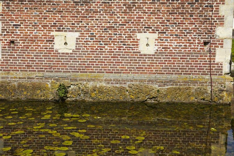 Castillo Moated Raesfeld Alemania - pared y fosa fotografía de archivo