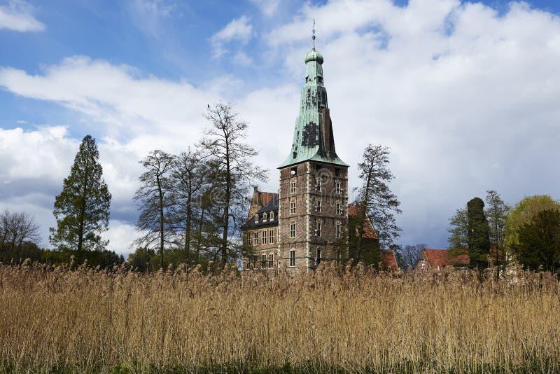 Castillo Moated Raesfeld Alemania - visión total foto de archivo