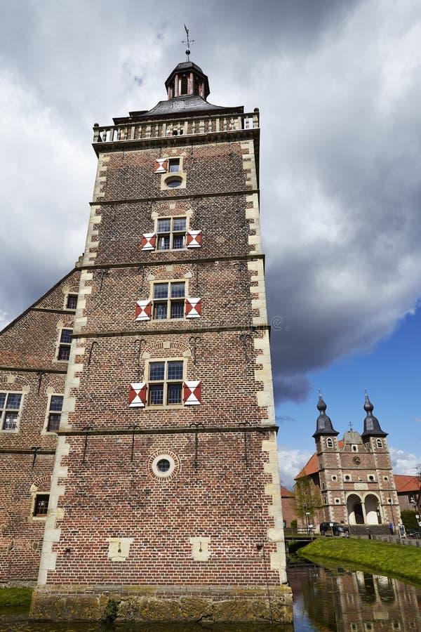 Castillo Moated Raesfeld - torre fotos de archivo