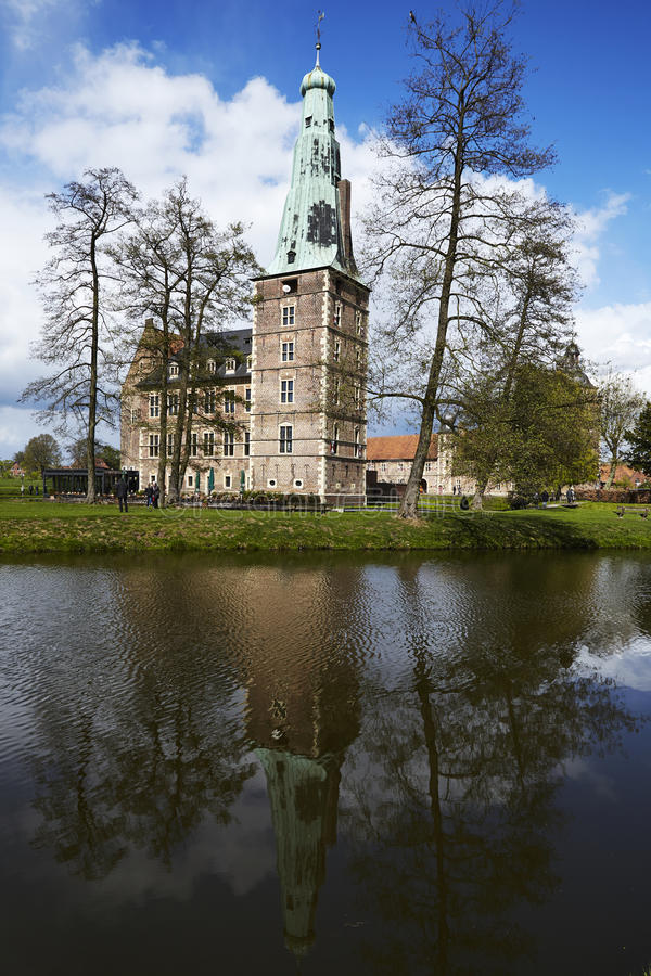 Castillo Moated Raesfeld - visión de conjunto imagen de archivo