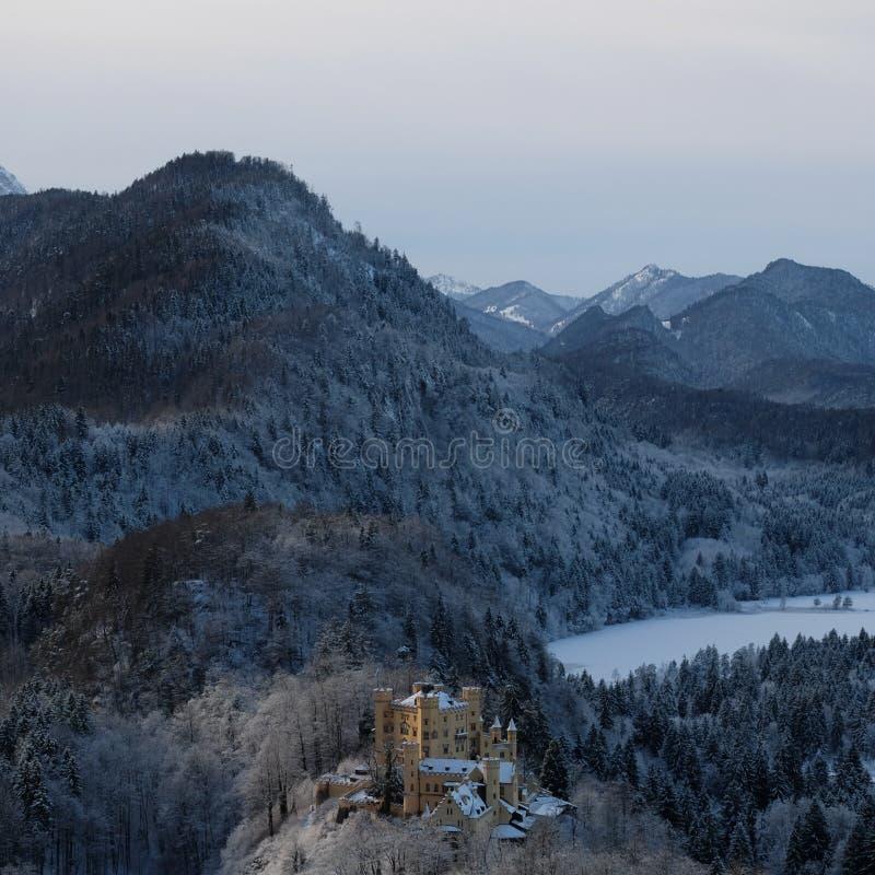 Castillo Nevado Hohenschwangau durante invierno fotos de archivo libres de regalías