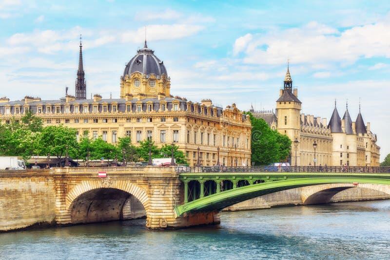 Castillo - porteros de la prisión y puente del intercambio en el Sena adentro imagen de archivo libre de regalías
