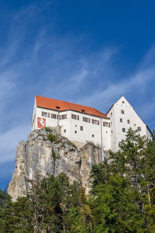 Castillo Prunn en el río Altmuehl cerca de Riedenburg, Baviera, Alemania foto de archivo libre de regalías