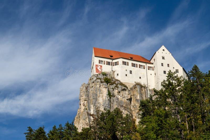 Castillo Prunn en el río Altmuehl cerca de Riedenburg, Baviera, Alemania imagenes de archivo