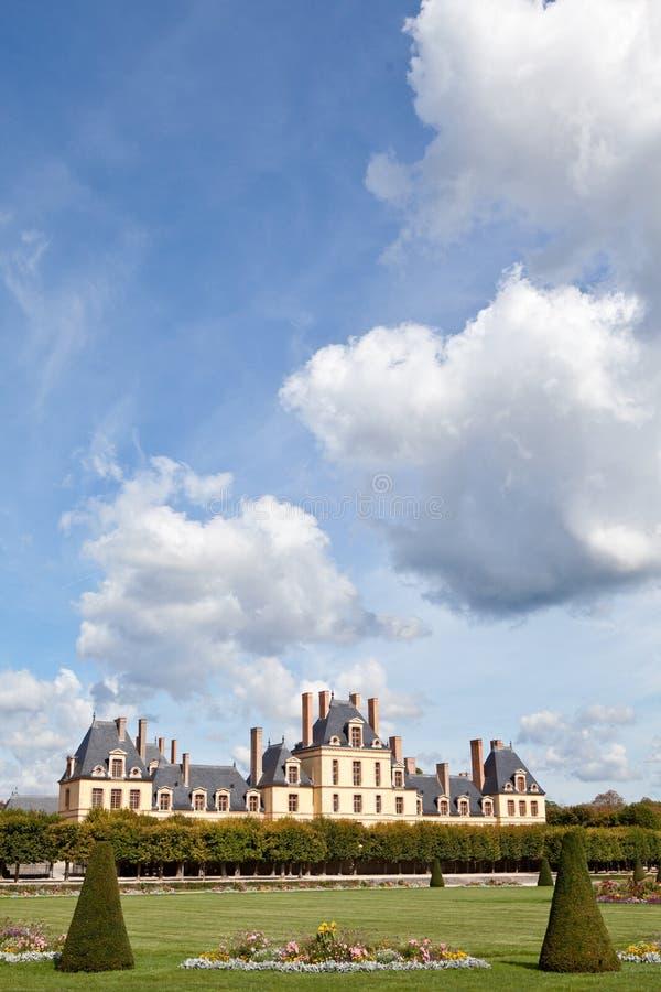 Castillo real medieval Fontainbleau cerca de París foto de archivo