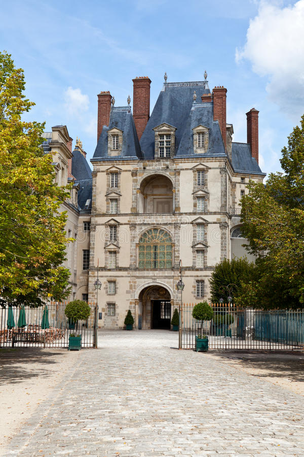 Castillo real medieval Fontainbleau cerca de París foto de archivo libre de regalías