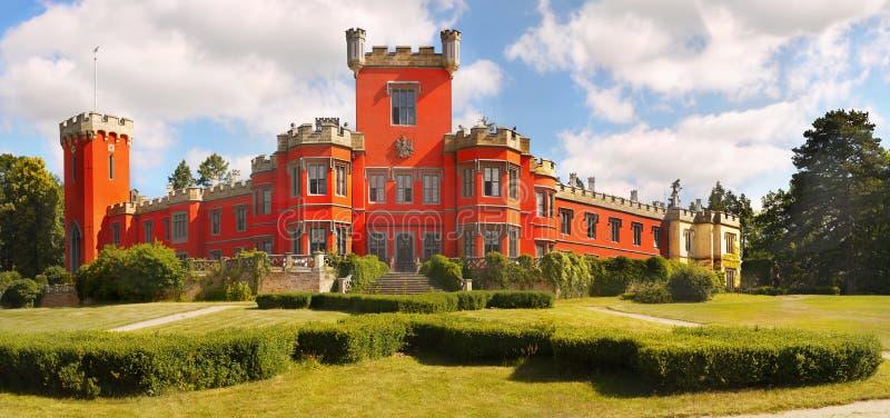 Castillo romántico, castillo francés del cuento de hadas fotos de archivo libres de regalías