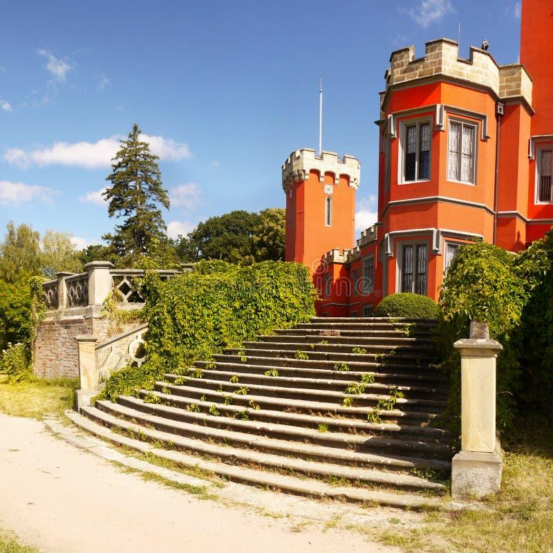 Castillo romántico, castillo francés del cuento de hadas imagen de archivo libre de regalías