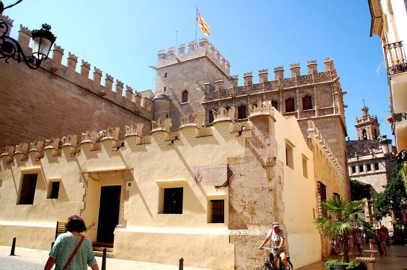 Castillo viejo con la bandera española en Valencia fotografía de archivo libre de regalías
