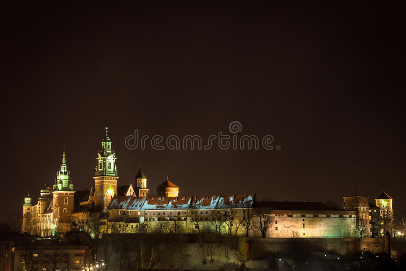 Castillo de Wawel por noche. Kraków, Polonia. foto de archivo