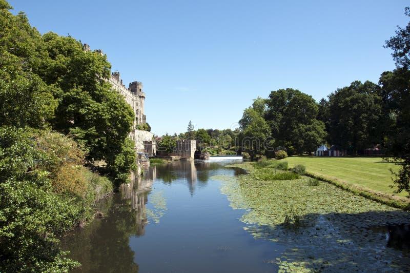 Castillo y el río Avon de Warwick foto de archivo
