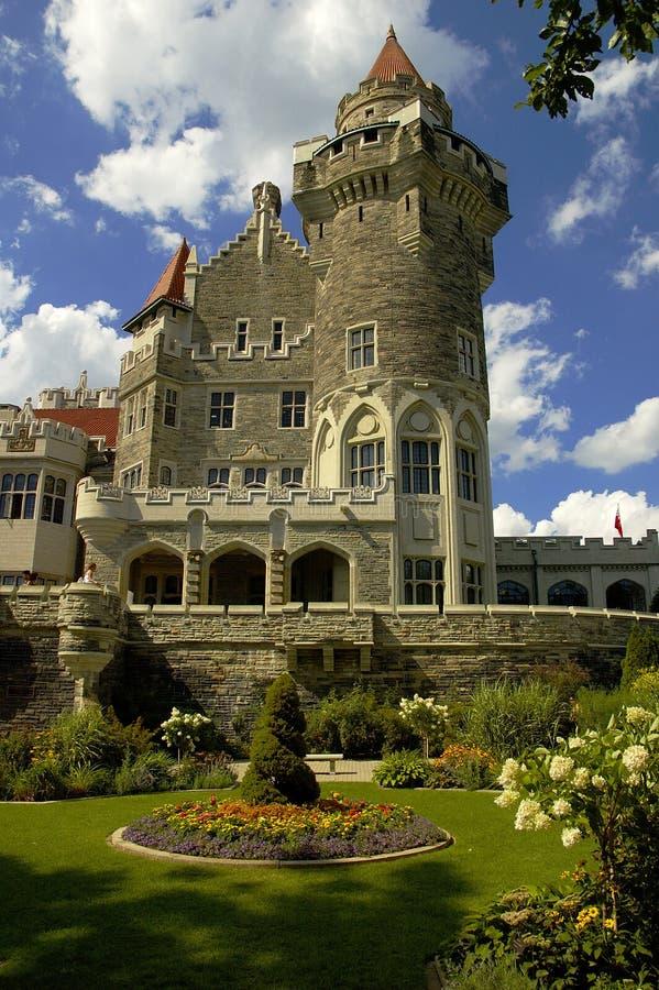 Castillo y jardín imagen de archivo libre de regalías