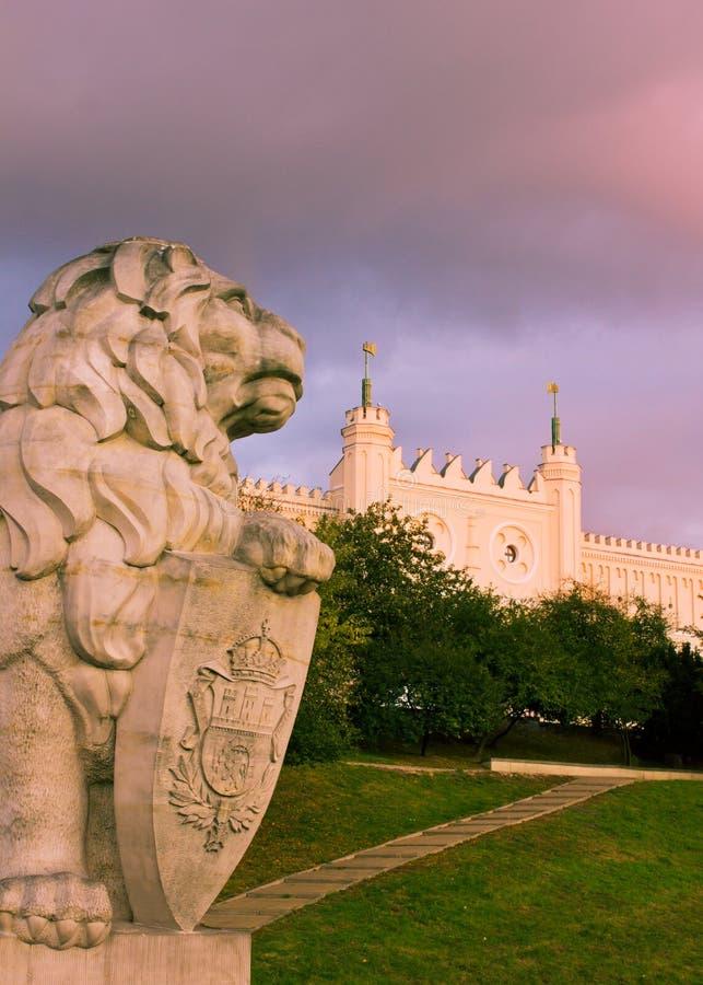 Castillo y león, Polonia de Lublin fotografía de archivo