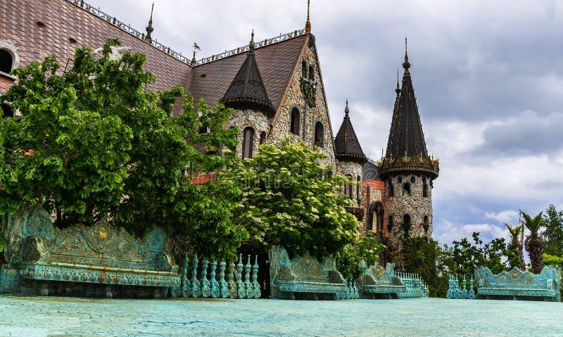 Castle ερωτευμένο με τον αέρα στο χωριό Ravadinovo bulblet στοκ εικόνες