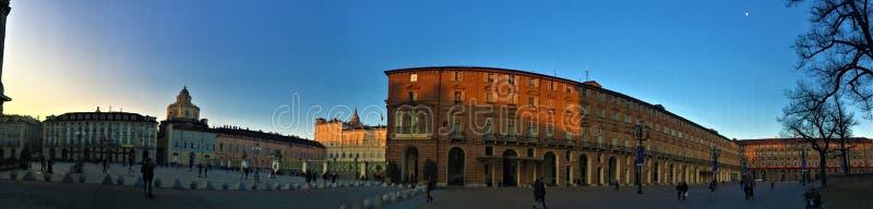 Πλατεία του Castle στην πόλη του Τορίνου, Ιταλία Ιστορικοί παλάτια, ουρανός και δέντρο στοκ εικόνες με δικαίωμα ελεύθερης χρήσης