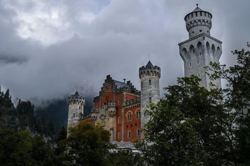 Castle στο βουνό (Neuschwanstein) στοκ φωτογραφία με δικαίωμα ελεύθερης χρήσης