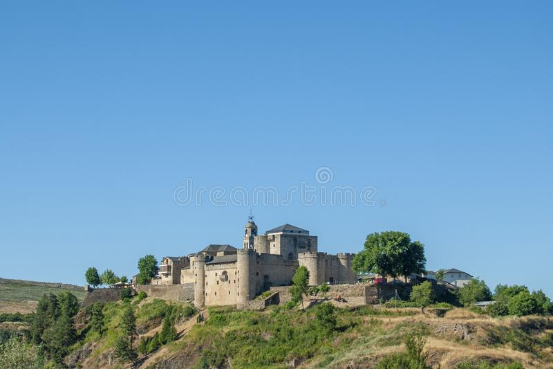 Castle του χωριού του Πουέμπλα de Sanabria στην επαρχία Zamora S στοκ εικόνες