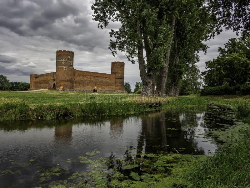 Castle των δουκών Masovian και του ποταμού Lydynia σε Ciechanow στην Πολωνία στοκ εικόνα