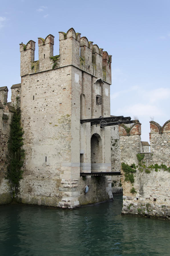 Free Castle And Draw Bridge Royalty Free Stock Photography - 31832527