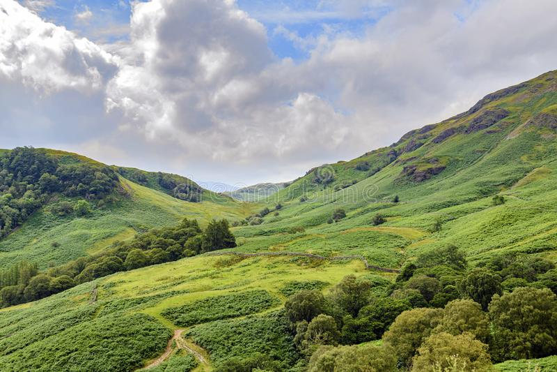 Castle Crag Hills mot Honister royaltyfria bilder