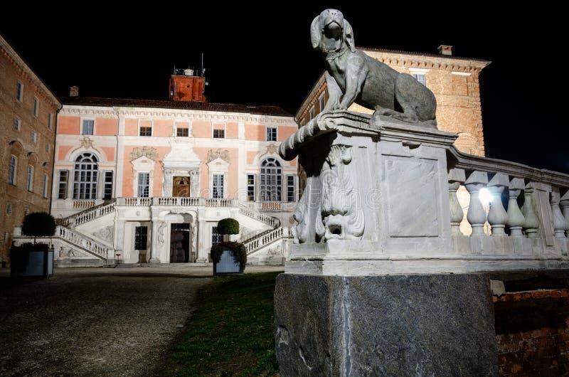 Castle Govone Ιταλία τη νύχτα στοκ εικόνα