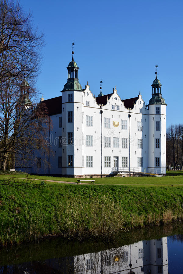Free Castle Of Ahrensburg Royalty Free Stock Images - 70307709