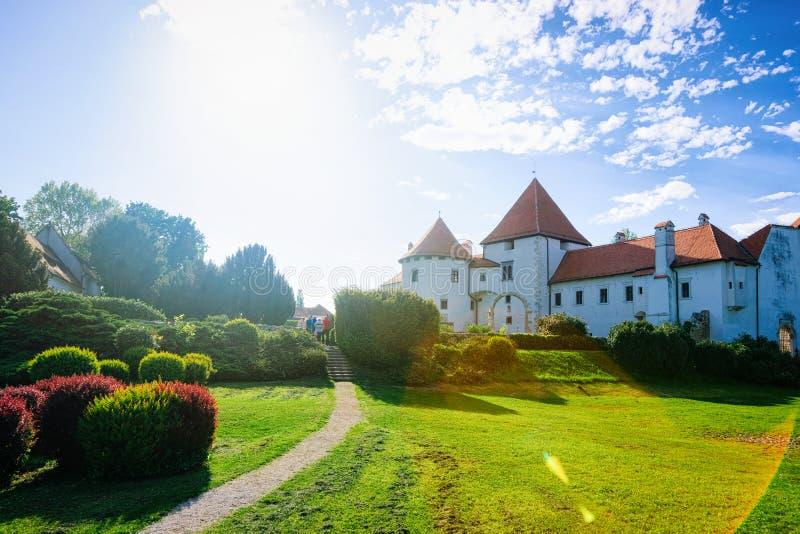 Castle in Street in Old City of Varazdin in Kroatië royalty-vrije stock fotografie