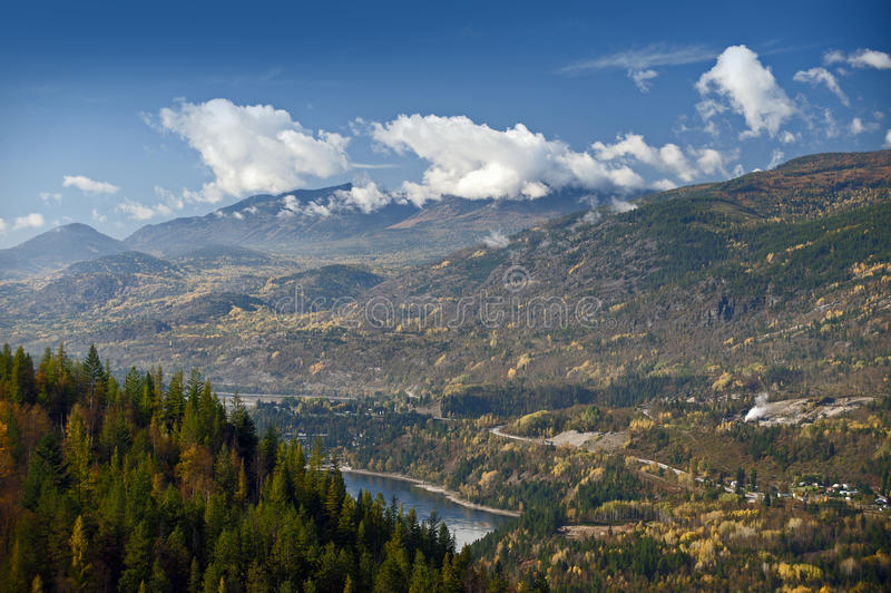 Castlegar和Kootenay河 图库摄影
