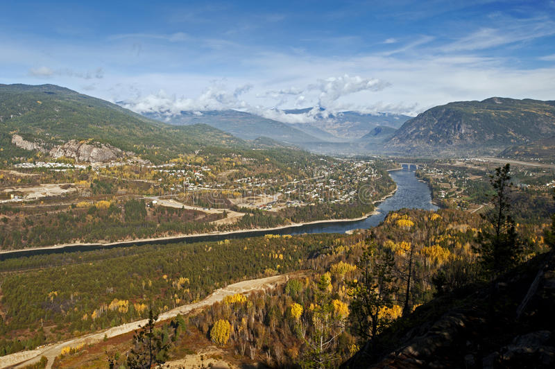 Castlegar und Kootenay Fluss lizenzfreies stockbild