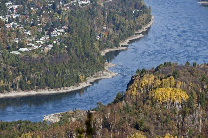 Castlegar und Kootenay Fluss lizenzfreies stockfoto