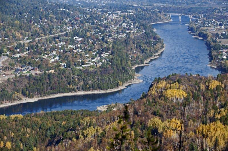 Castlegar und Kootenay Fluss stockfoto