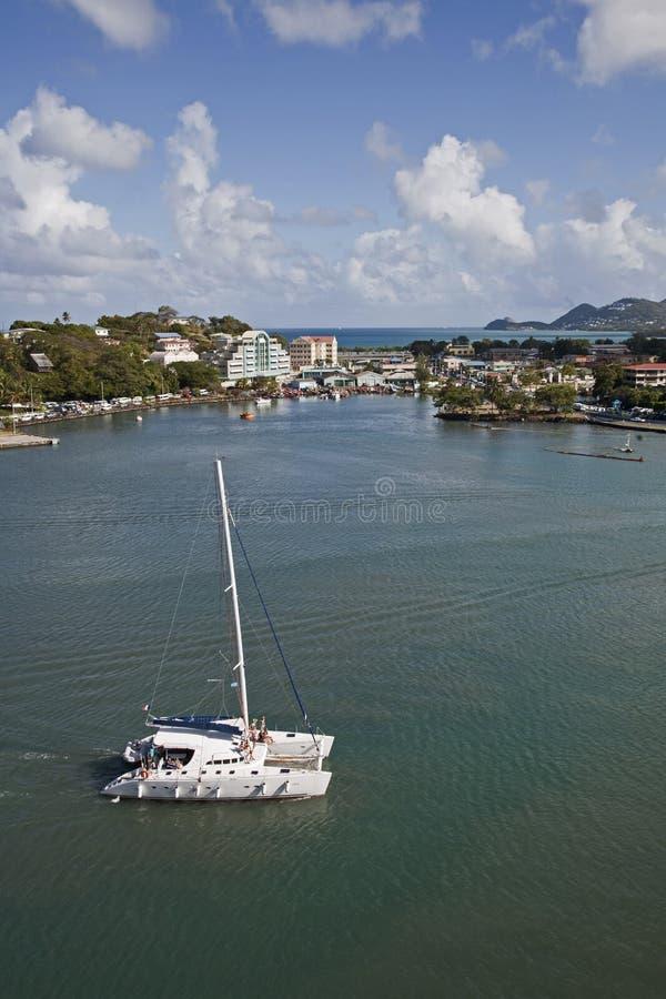Castrieshaven met Zeilboot stock afbeelding