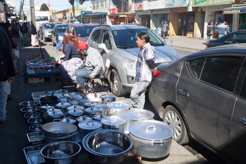 CASTRO, CHILE - 21 DE MARZO DE 2015: Mercado callejero en Castro, isla de Chiloe, ji imágenes de archivo libres de regalías