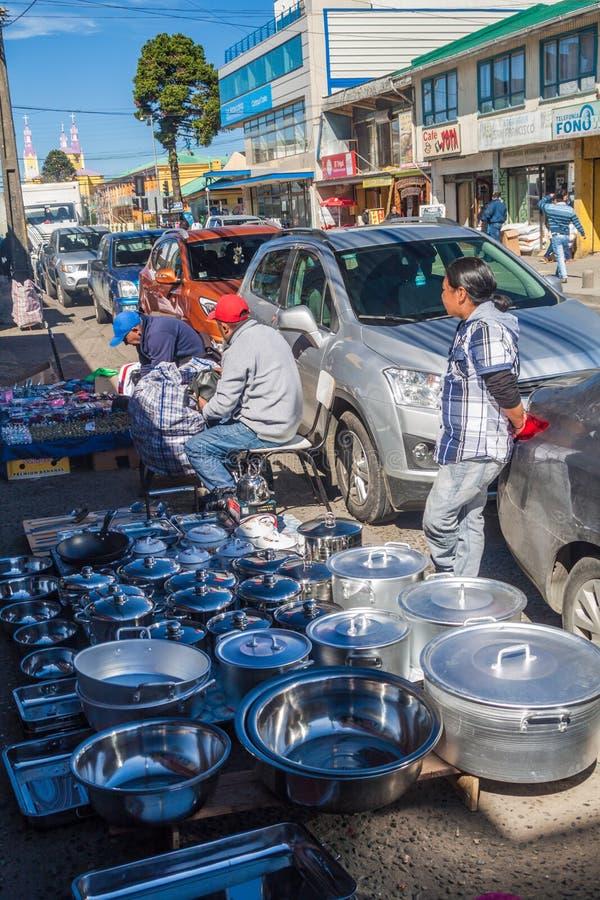 CASTRO, CHILE - 21 DE MARZO DE 2015: Mercado callejero en Castro, isla de Chiloe, ji fotografía de archivo libre de regalías