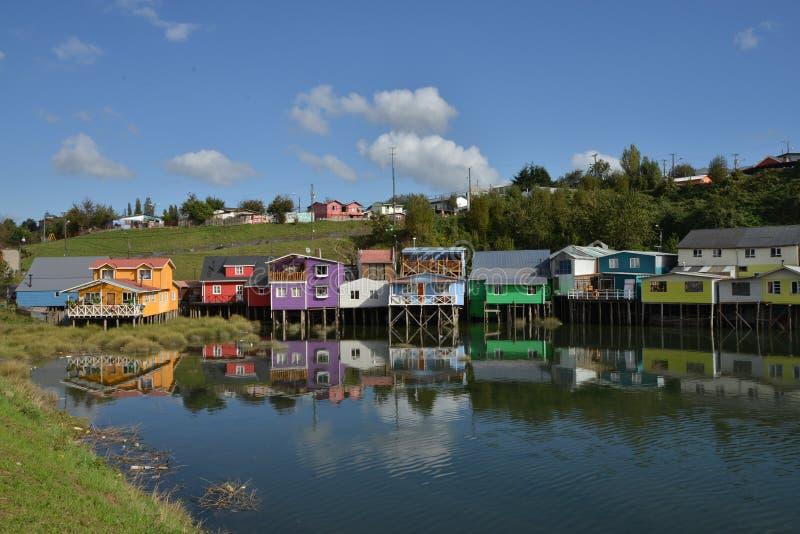Castro ha colorato le case del trampolo immagine stock