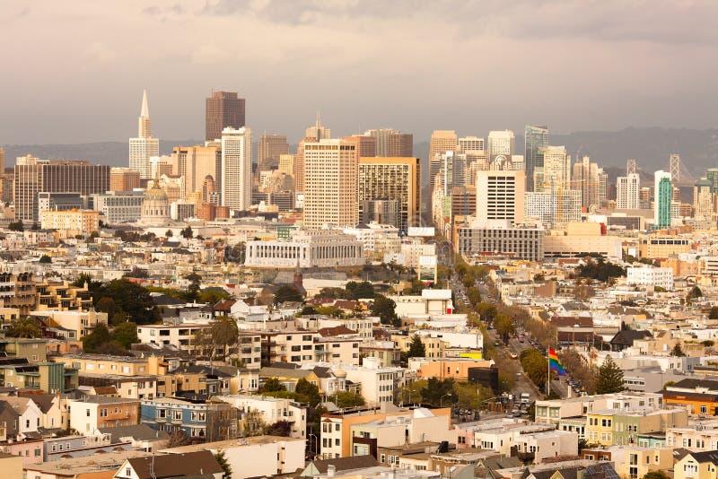 Castro sąsiedztwo z w centrum linią horyzontu San Fransisco zdjęcia royalty free